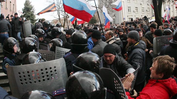 """Proruşii din estul Ucrainei confirmă că i-au """"reţinut"""" pe observatorii OSCE"""