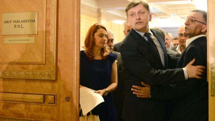 Crin Antonescu A DEMISIONAT DE LA ŞEFIA PNL. BPN va asigura conducerea până la Congres