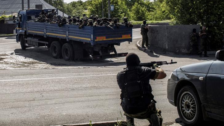 Separatişti înarmaţi au preluat controlul asupra aeroportului din Doneţk