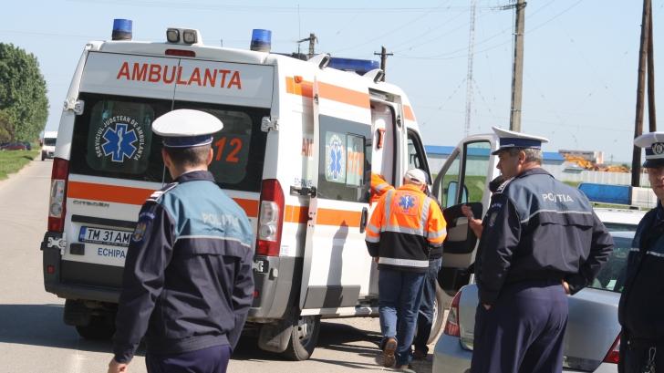 Accident mortal pe DN1. Șoferul unei mașini s-a ciocnit cu o ambulanță