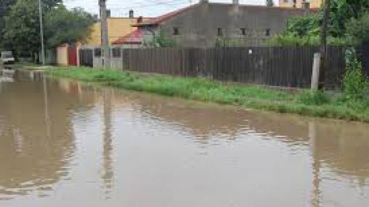 Autoturismele nu mai pot tranzita punctul de frontieră Bechet, fiind inundată pista de acostare