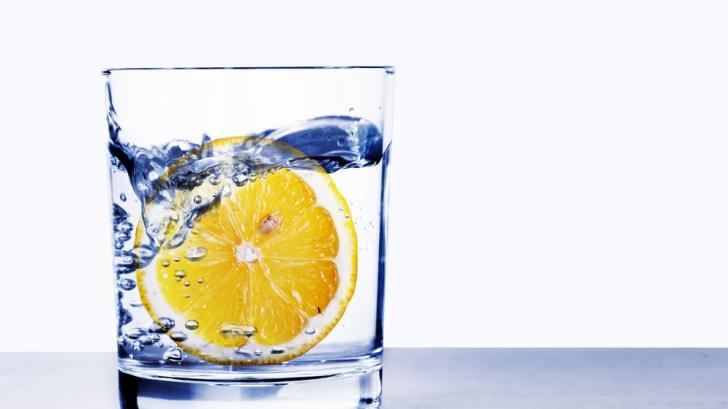 Riscul deshidratării: Câtă apă trebuie să bem pe zi în funcție de kg pe care le avem
