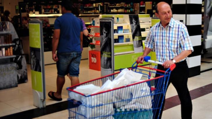 Băsescu, întrebat dacă va merge la cumpărături: Eu nu candidez. Vedem!