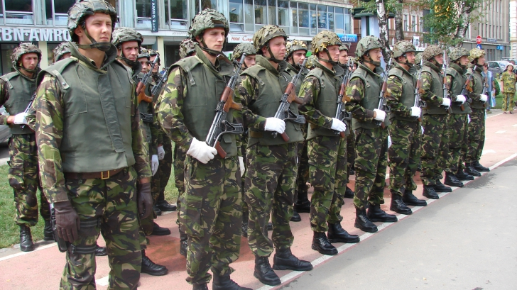 EXERCIŢII MILITARE ÎN BUCOVINA: Participă militari români şi americani