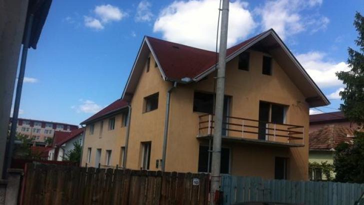 Un clujean a reușit să îi demoleze casa unui vecin construită ilegal și care îi umbrea curtea.