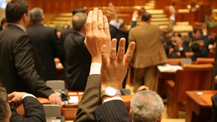 Moțiunea de cenzură ințiată de PNL, citită în plenul Parlamentului