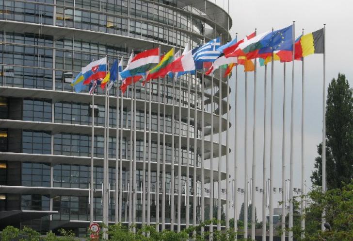 EUROPARLAMENTARE 2014. Aproape 400 de milioane de europeni, chemați la urne pentru a alege un nou PE