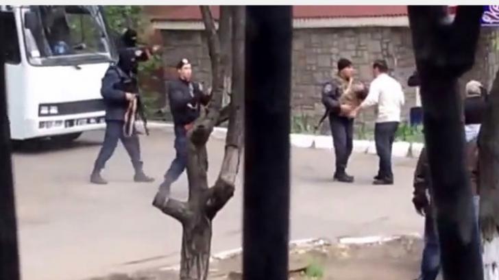 Împuşcături la Mariupol: mai mulţi răniţi