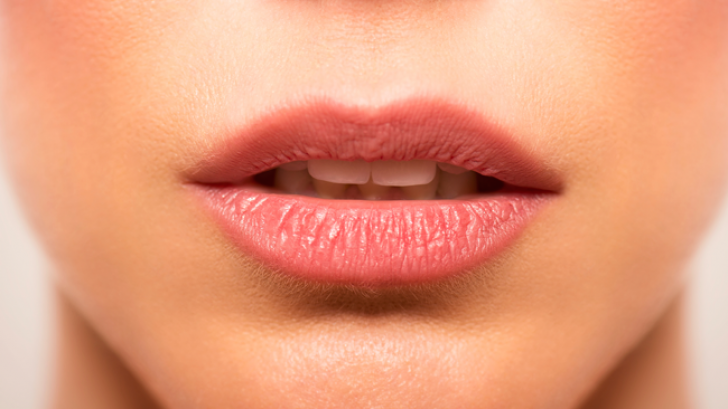 Ce trebuie sa faci ca sa nu-ti mai miroase gura urat cand te trezesti