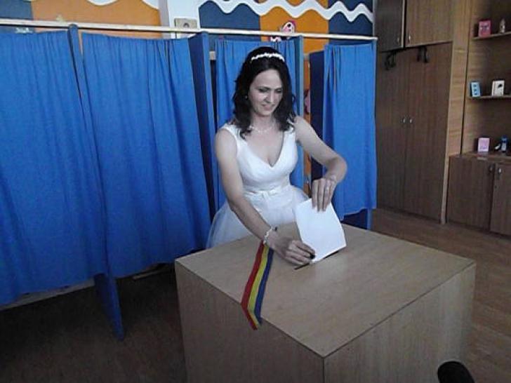 ALEGERI EUROPARLAMENTARE 2014. Mirii au mers la vot, direct de la petrecere