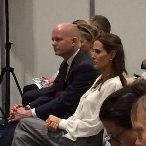 Cătălina Ştefănescu se laudă pe Facebook cu fotografiile cu Angelina Jolie