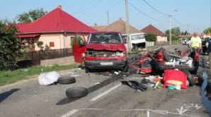 CINCI ROMÂNI, printre care şi un COPIL, MORŢI în Ungaria, într-un grav ACCIDENT RUTIER