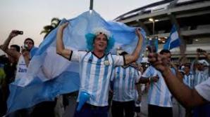 Opt suporteri răniți în încercarea de a se apropia de autocarul Argentinei