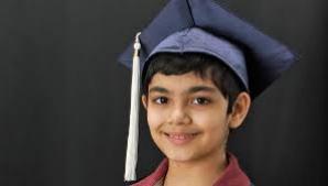 A obţinut diploma de bacalaureat la vârsta de 10 ani.