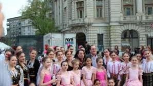 Balet în faţa Guvernului.