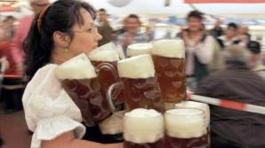 Cum să torni berea în pahar fără multă spumă