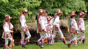 RUSALII 2014. TRADIŢII şi OBICEIURI de RUSALII: dansul CĂLUŞARILOR, vindecător