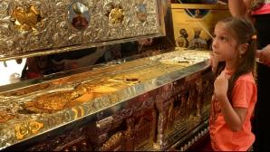 Incredibil. Doi români au furat moaştele Sfântului Haralambie