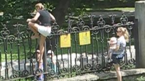 Gest şocant al unor mame, într-un parc din Chişinău