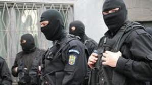 350.000 de euro și arme de foc, ridicate în urma perchezițiilor la producătorii de steroizi