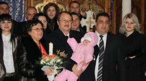 Doina (cu lumânarea în mână) și Mircea Băsescu la botezul nepotului lui Bercea Mondial