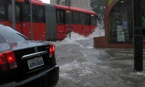 Inundaţii lângă oraşul unde joacă Spania
