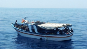 Vas cu imigranţi, descoperit de Garda de Coastă