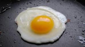 Nutriţionistul spune că ouăle ochiuri sunt foarte sănătoase.