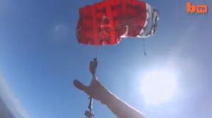 Ce s-a întâmplat cu acest tânăr, după ce i s-a blocat paraşuta în aer