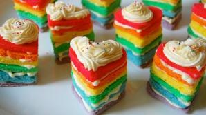 Ce dulciuri trebuie să evităm? Cremele roz, verzi sau bleu ale prăjuturilor, cele mai periculoase