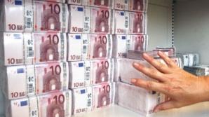 Străinii își retrag banii din bănci