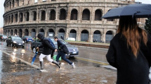 ROMA INUNDATĂ: Centrul istoric al capitalei Italiei, afectat