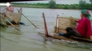 Scene incredibile pe malul râului Jiu