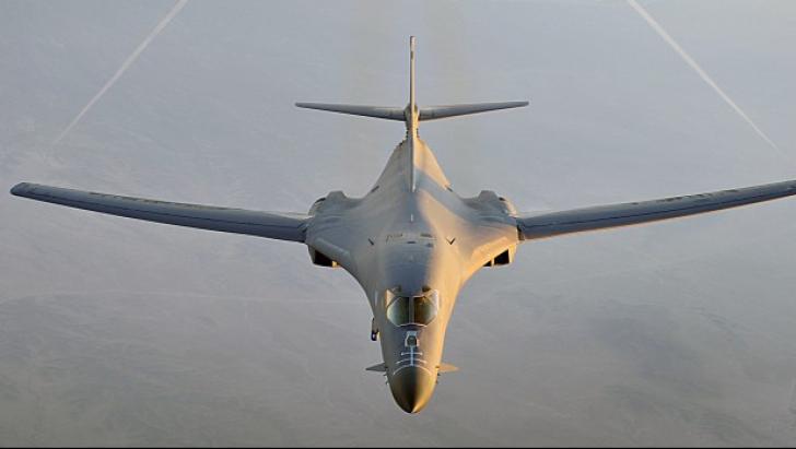 Avioane militare britanice vor paraşuta alimente destinate refugiaţilor din Irak