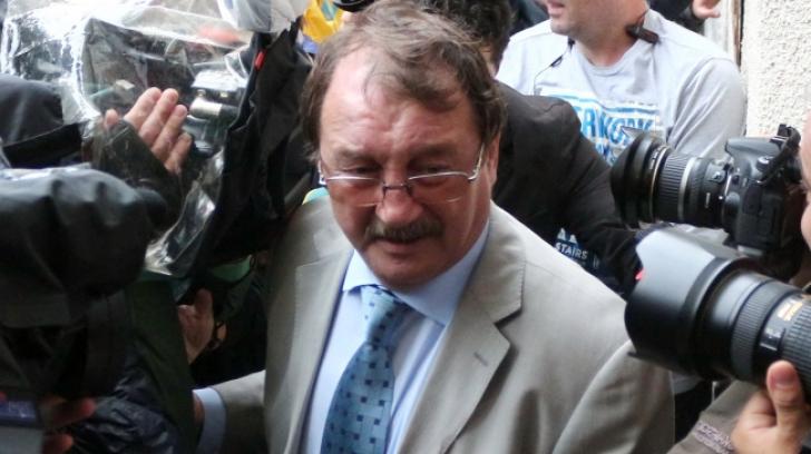 Mircea Băsescu a fost ADUS CU DUBA la sediul DNA