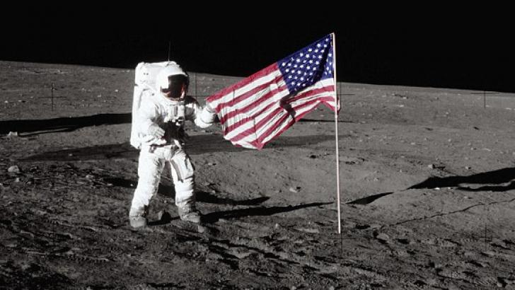 Steagul american pe Lună