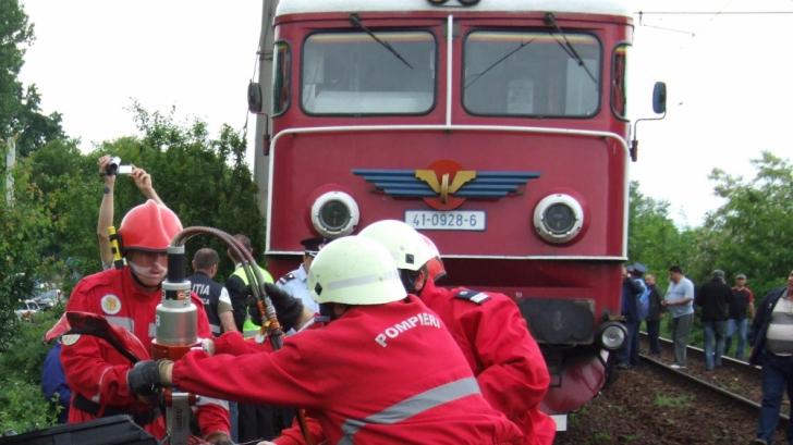 ACCIDENT GRAV: Un bărbat a murit, după ce căruţa în care se afla a fost lovită de un tren