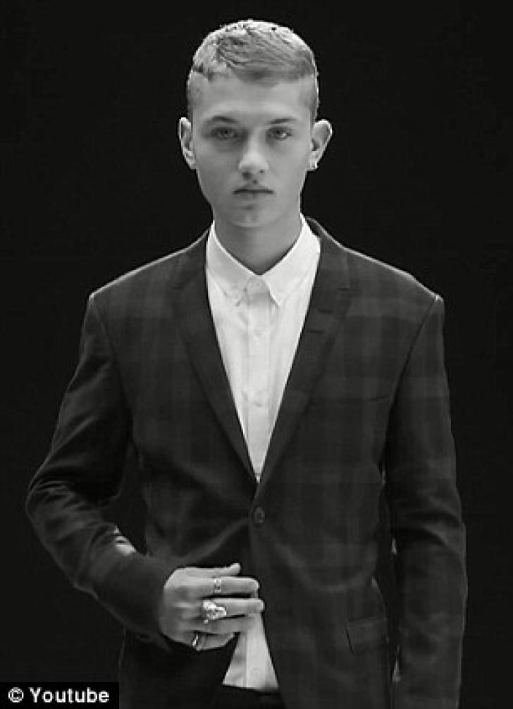 Rafferty Law, fiul de 17 ani al lui Jude Law, debut ca model profesionist