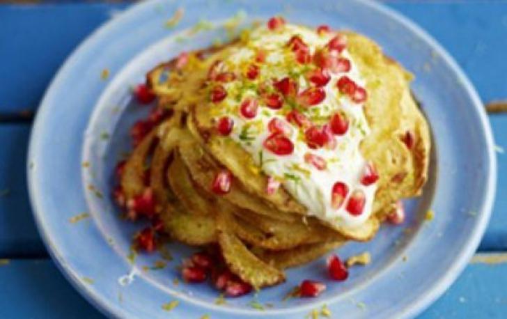 Pancakes cu fulgi de cocos şi rodie