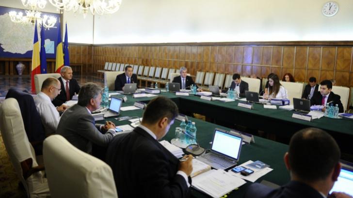 Guvernul se reuneşte sâmbătă pentru Acordul UE al Moldovei şi gazoductul Iaşi-Ungheni