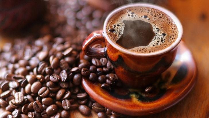 O ceaşcă de cafea neagră pe zi poate preveni cariile dentare