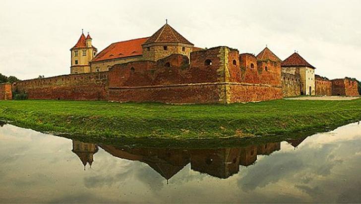 Huffigton Post scrie la superlativ de Cetatea Făgăraș