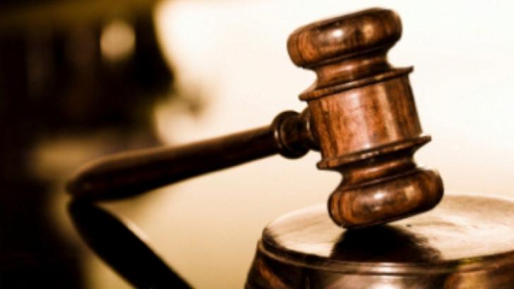 Oradea: Judecător suspendat, condamnat la patru ani de închisoare pentru fapte de corupţie