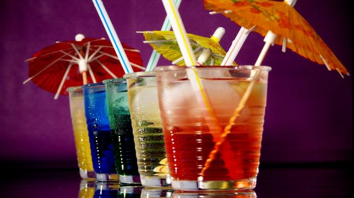 Câte calorii au de fapt unele dintre cele mai dorite băuturi din localuri. Vezi reţetele