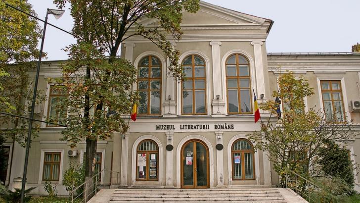 Protest la Muzeul Literaturii faţă de evacuarea instituţiei din sediul de pe bulevardul Dacia