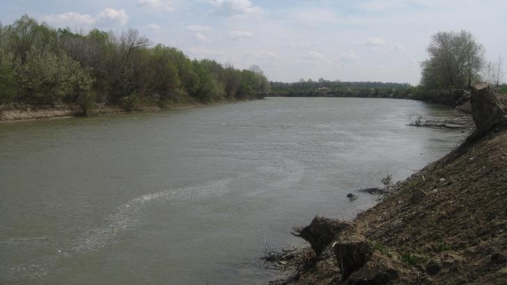 DESCOPERIRE MACABRĂ în râul Prut