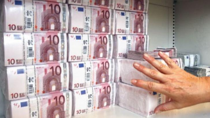 <p>Străinii își retrag banii din bănci</p>