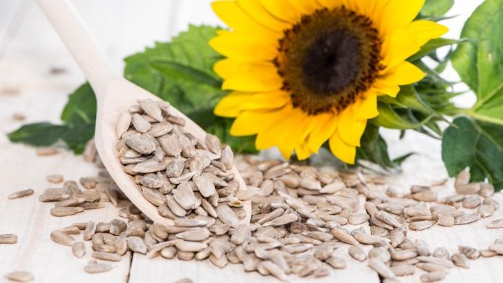 Mănânci nuci şi seminţe după-amiază şi combaţi obezitatea, studiu