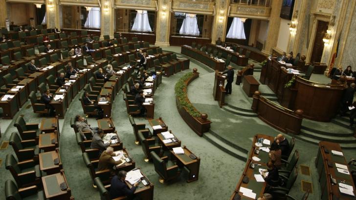 Senatorii plătesc cazarea şi în vacanţa parlamentară, chiar dacă nu stau în București
