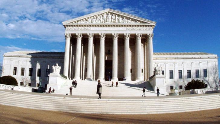 Curtea Supremă a SUA a decis:Verificarea fără mandat a telefoanelor mobile este NECONSTITUŢIONALĂ